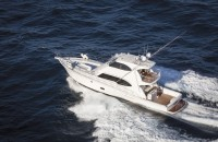 Riviera's 75 Enclosed Flybridge