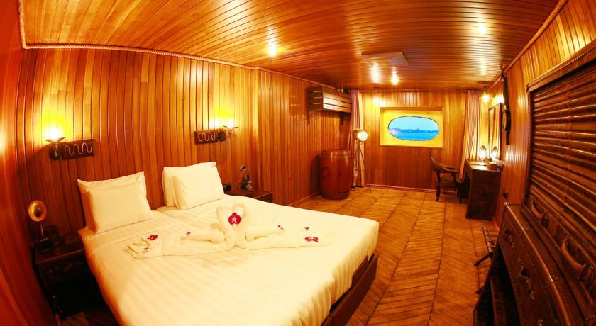 Vintage Luxury Yacht Hotel Room