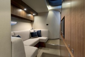 Riviera 6000 Sports Yacht Lounge